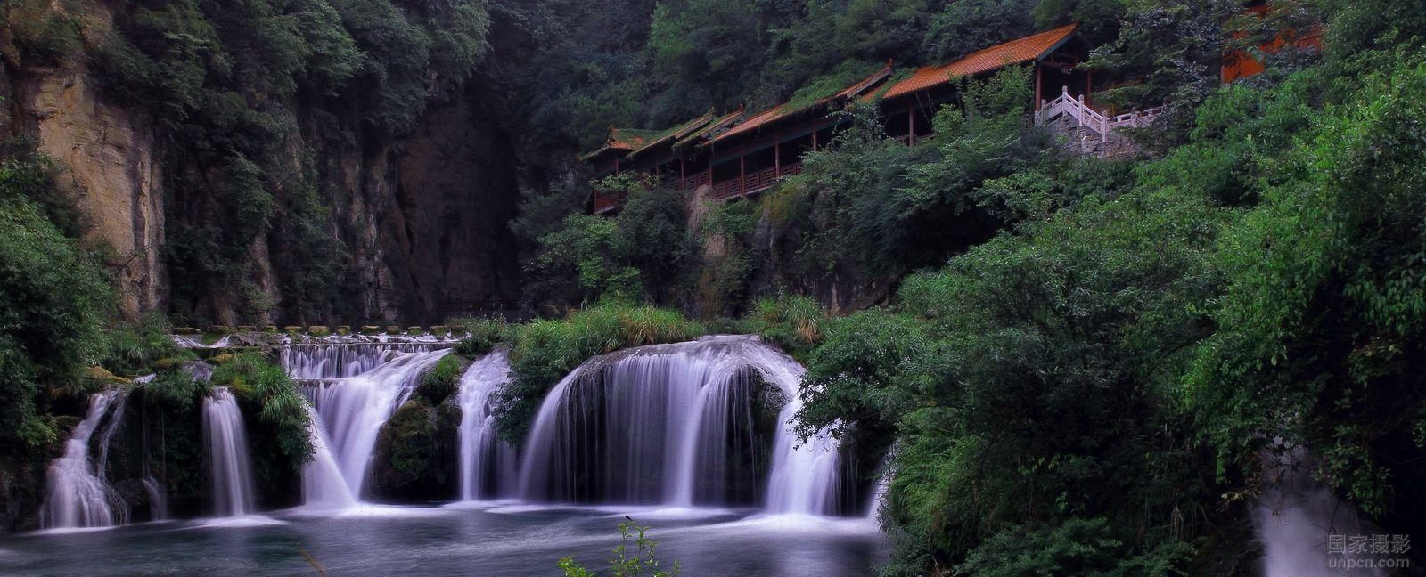 天河潭风景区位于贵阳市花溪区石板镇境内